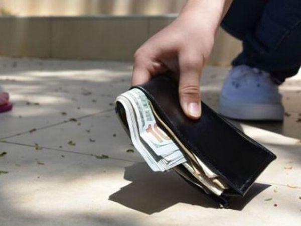 Nhặt được tiền đánh con gì trúng lớn? Ý nghĩa giấc mơ?